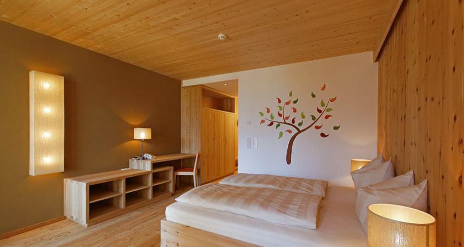 Biohotel Theiners Garten - Zweibettzimmer mit Lehm und Holz - ideales Raumklima für Hotelgäste