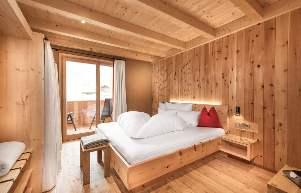 Chalet Rudana - gemütliches Vollholz-Schlafzimmer