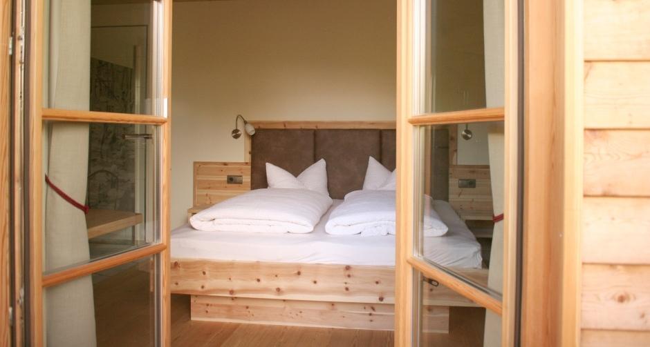 holzius - Schlafzimmer Zirbe Massivholzbett