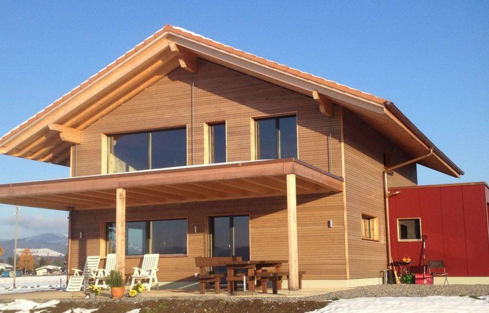 Wohnhaus Kirchdorf - Schweiz - Außenansicht mit Holzfassade