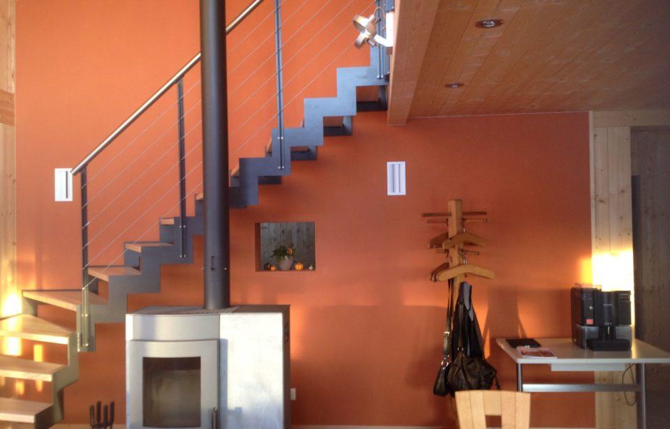 Wohnhaus Kirchdorf - Schweiz - Holz-Metalltreppe - Vollholzdecke - Lehmwände