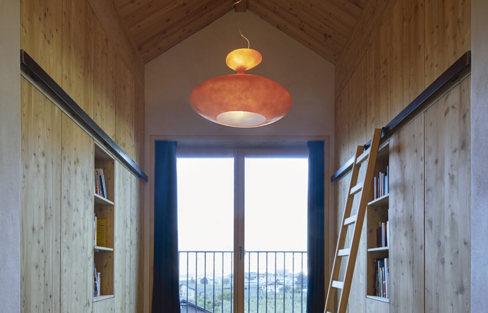 Vollholzwände- und Dachelemente - das Holz atmet und reguliert die Feuchtigkeit