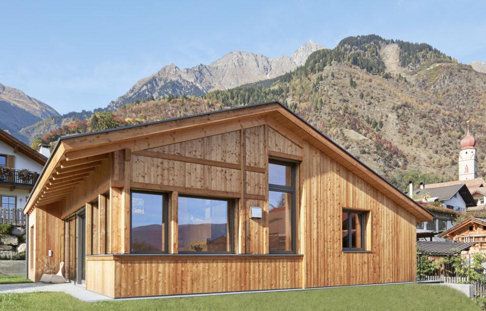 Natur pur - innen Holz und Lehm - außen Berge und Natur