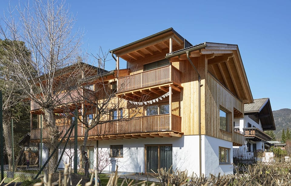 Mehrfamilienhaus Lanz - Toblach - Außenansicht Balkon und Holzfassade