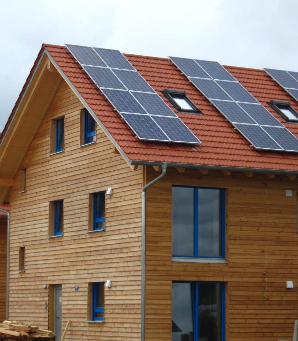 holzius Vollholzhaus Ergolding mit Fotovoltaik