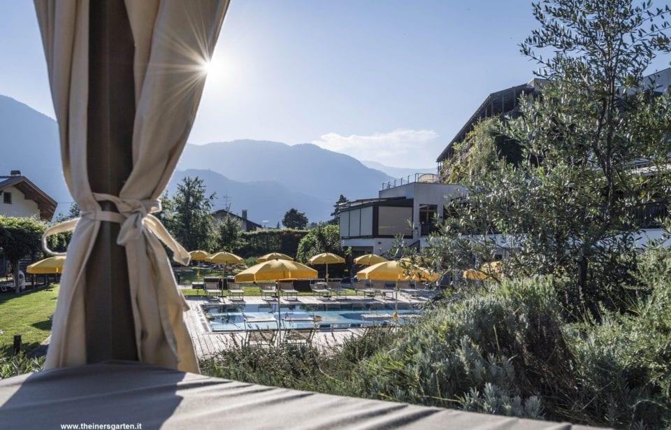 Biohotel theiner`s garten - Pool - Terrasse - Natur