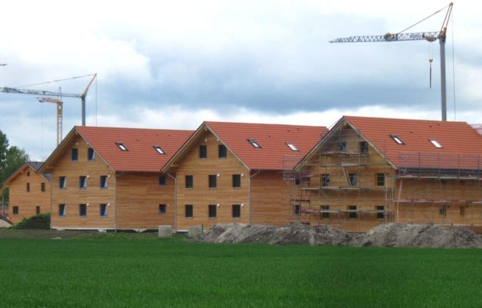 Vier holzius Massivholzhäuser Ergolding