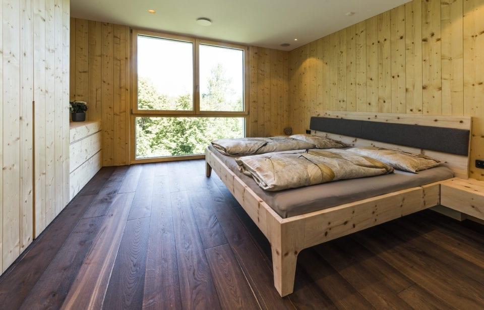 Aufstockung Eppan - Schlafzimmer Massivholz Zirbe