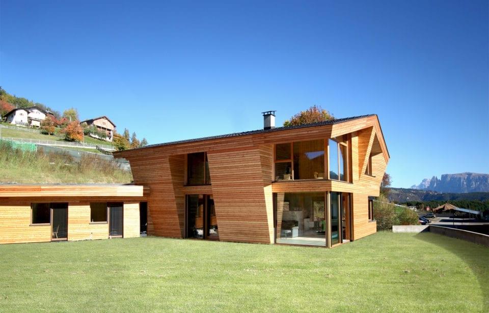 Sede e appartamento aziendale costruiti in legno massiccio puro - vista sud