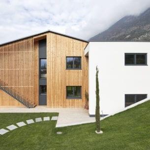 Casa abitativa - involucro finito in legno massiccio puro costruito da holzius