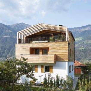 Sopraelevazione in legno massiccio puro senza colla e senza chiodi