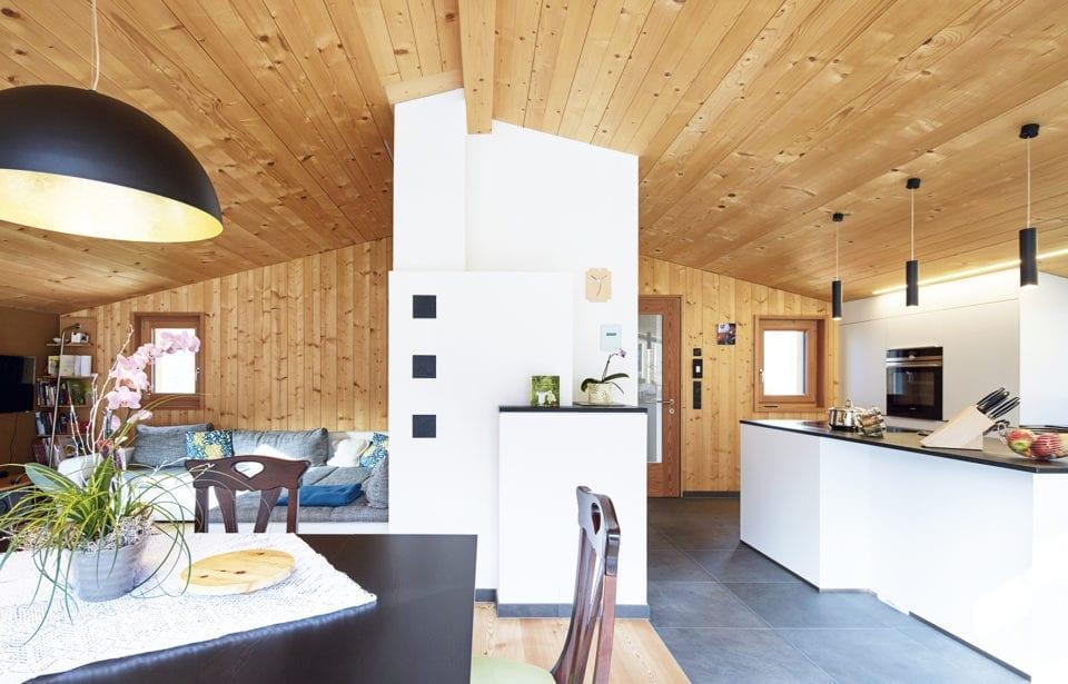 Aufstockung Morter - Wohnraum mit Vollholz-Sichtwänden und Dach